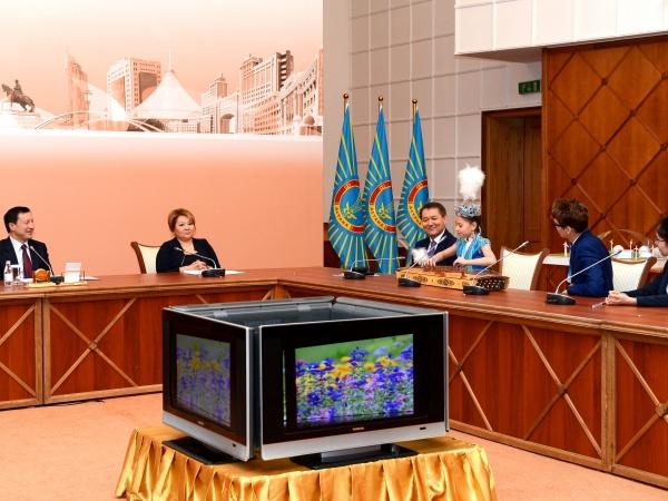 Дарынды балалар Астана әкімімен өздерінің жоспарларымен бөлісті.