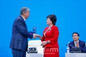 Тоқаевтың қолынан мемлекеттік наградалар алған педагогтар кімдер?