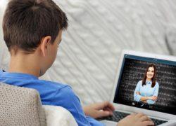 Біріккен Араб Әмірліктерінде оқушылар онлайн білім беруге көшірілді