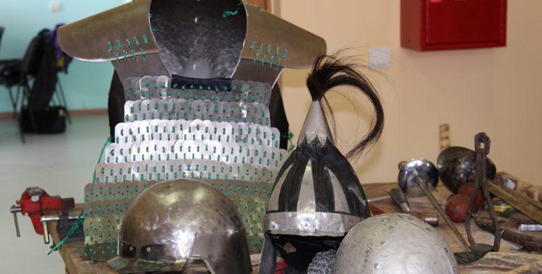 Петропавлда мектеп ұстазы батырлар киген сауытты жасап шықты